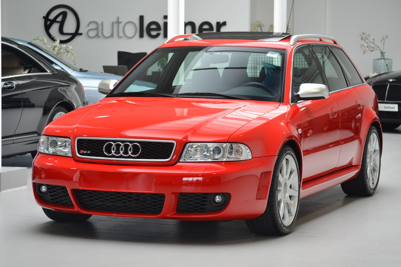 Audi RS4 (B5) vorne links