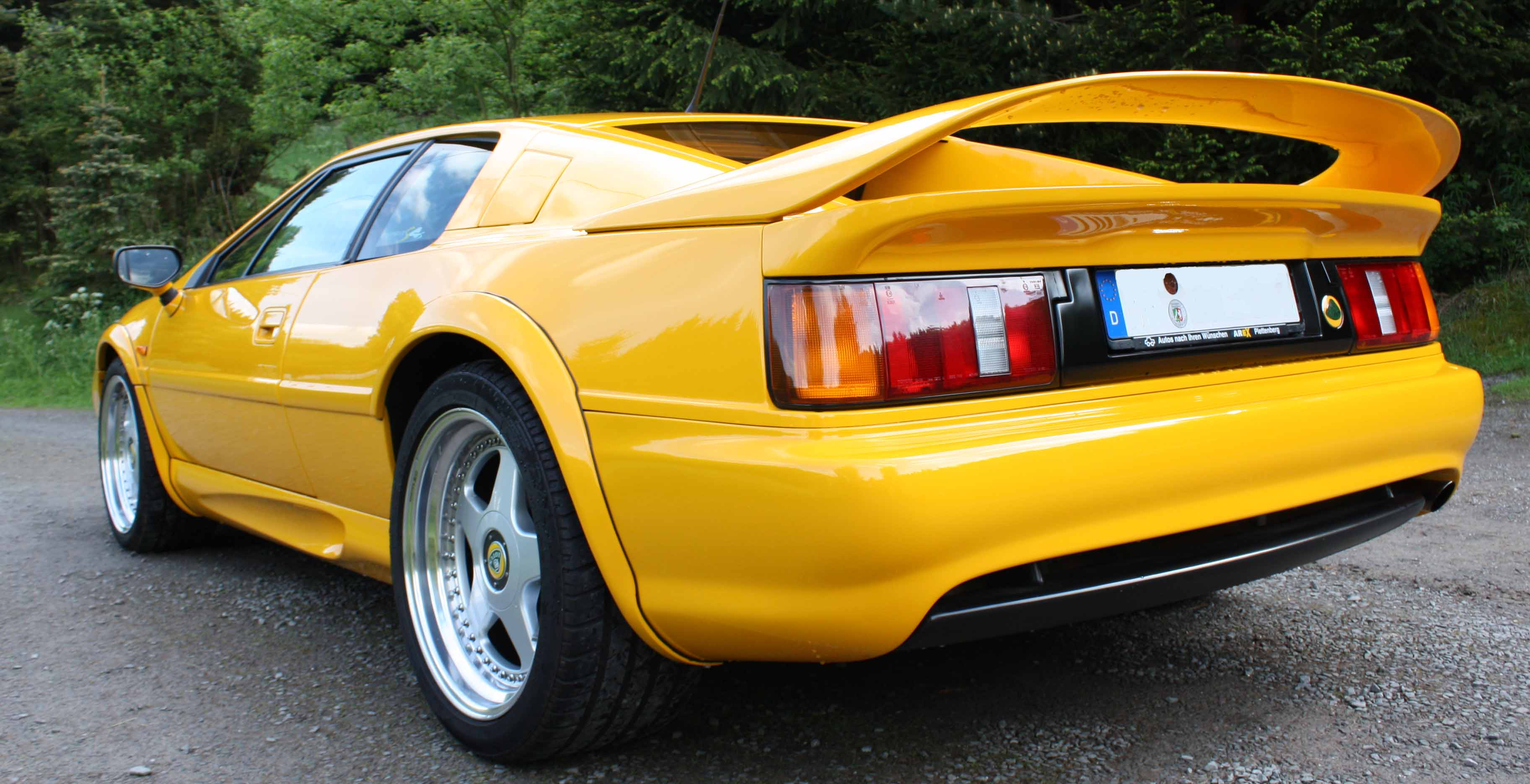 Lotus Esprit S4s hinten links