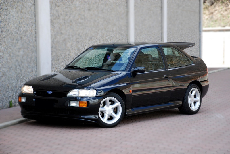 Ford Escort RS Cosworth vorne links