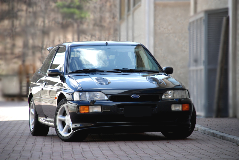 Ford Escort RS Cosworth vorne