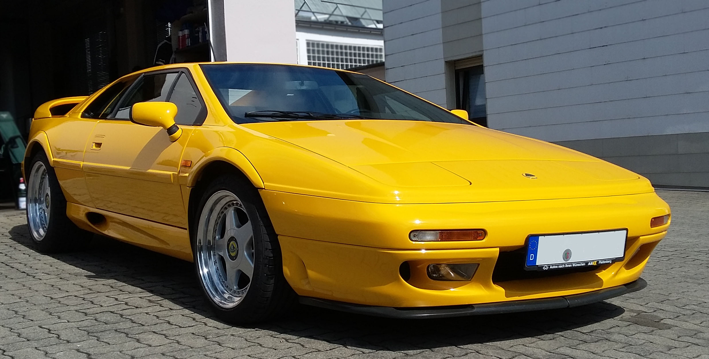 Lotus Esprit S4s vorne links