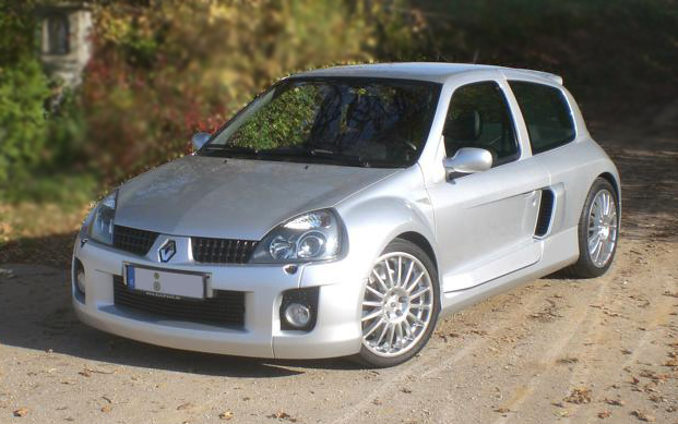 Renault Clio V6 vorne links